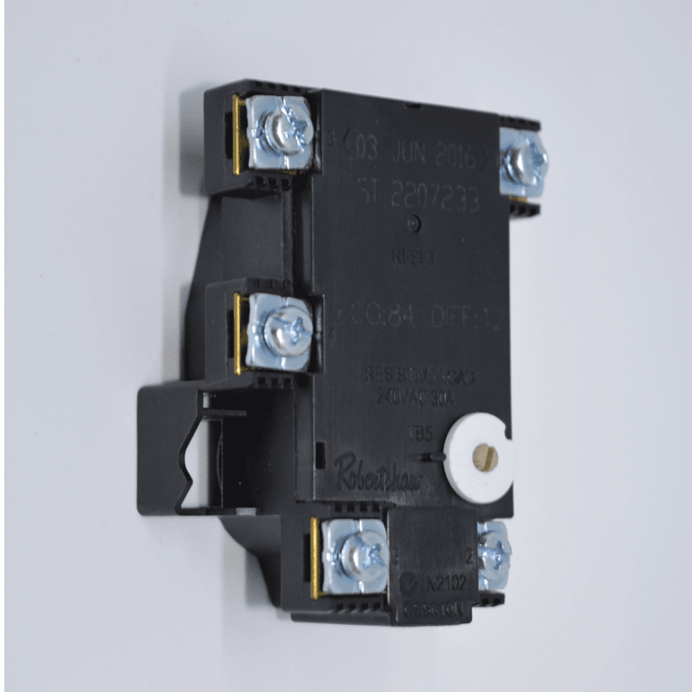 Twin element electric hot water thermostat ST22-60K